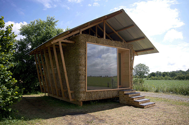6. eco-friendly-house-study-with-walls-packed-straw-1-front-day